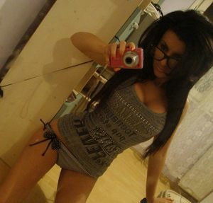 Kenisha from Roanoke, Virginia is looking for adult webcam chat