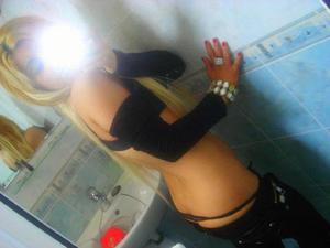 Gwenda from Harmony, California is looking for adult webcam chat