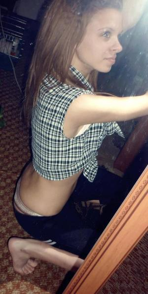 Elouise from Oklahoma is looking for adult webcam chat